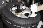 < After separating the tire and wheel, replace with a new tire. >