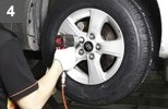 < Attach the newly attached tire and wheel to the vehicle. >